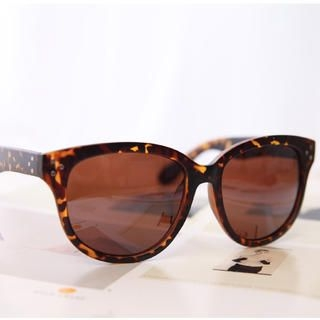 Cuteberry - Studded Cateye Sunglasses