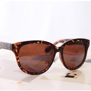 Cuteberry - Studded Cateye Sunglasses