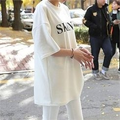 CHICFOX - Drop-Shoulder Lettering T-Shirt