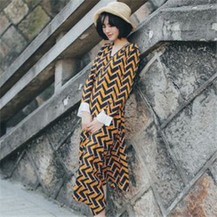 11.STREET - Long-Sleeve Wavy Striped Midi Dress