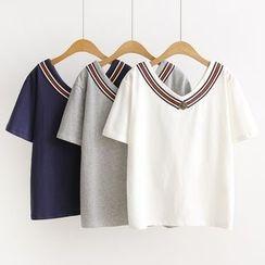 Genki Girl - V-neck Panel Short-Sleeve T-shirt