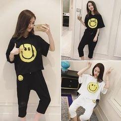 Moon City - 套装: 短袖笑脸T恤 + 七分裤