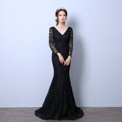 Caramelo - V-Neck Long Sleeve Lace Evening Gown with Train