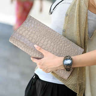 SO Central - Croc-Grain Patent Clutch