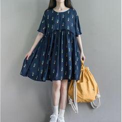 Clover Dream - Short-Sleeve Printed Pleated Dress