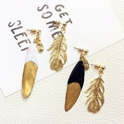 FROME - Feather Non-matching Earrings