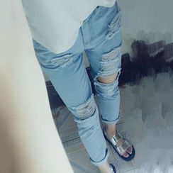 Frontline - Ripped Washed Jeans