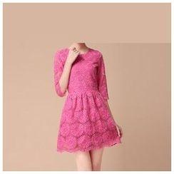 草莓花朵 - 刺绣A字欧根纱连衣裙