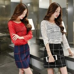 Romantica - Set: Long-Sleeve Cutout Top + Check Skirt