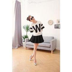 Hanako Shiratori - Set: Lettering T-Shirt + A-Line Skirt