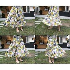 MARSHMALLOW - Key Hole-Back Floral-Pattern Maxi Dress