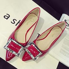 QiQi House - 水钻扣子尖头平跟鞋