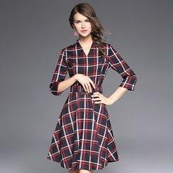 Ozipan - 3/4-Sleeve V-Neck Check Dress
