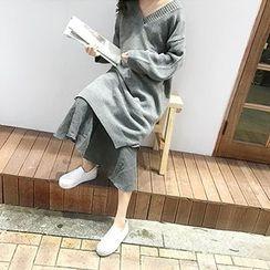 MARSHMALLOW - V-Neck Knit Dress