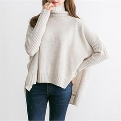 PEPER - Mock-Neck Dip-Back Knit Top