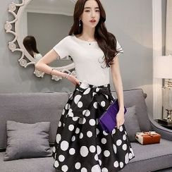 Romantica - Set: Short-Sleeve T-Shirt + Dotted Bowed Midi Skirt