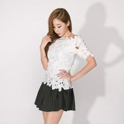 GUMZZI - Sheer Floral Lace Top