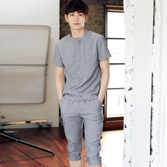 Besto - Set: Plain Short-Sleeve T-Shirt + Capri Pants