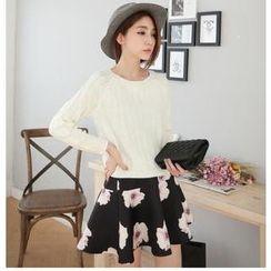 Hanako Shiratori - Set: Pointelle Knit Sweater + Floral Miniskirt