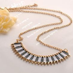 Fit-to-Kill - Contrast Color Crescent Necklace