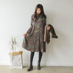 JUSTONE - Accordion-Pleat Floral Pattern Dress