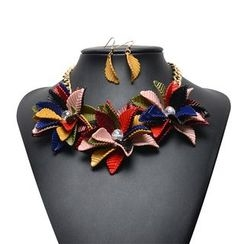 Ashita - Set: Flower Necklace + Leaf Earrings