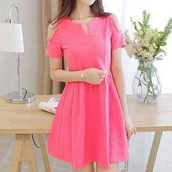 Q.C.T - Cutout Short-Sleeve Dress