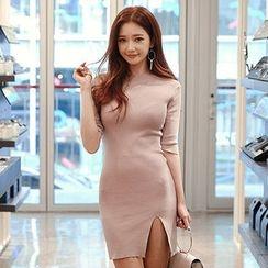 chuu - Cutout-Hem Knit Bodycon Dress