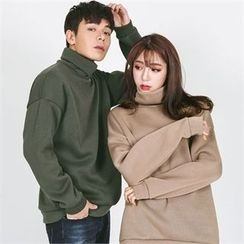 Superstar.i - Couple Matching Turtleneck Pullover