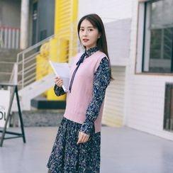West Coast - Set: Long-Sleeve Floral A-line Dress + Knit Vest