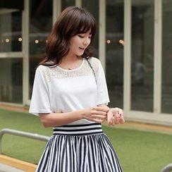 CLICK - Lace-Trim Short-Sleeve T-Shirt