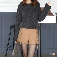 OrangeBear - 素色毛呢质感侧襬交叉绑带设计西装短裤