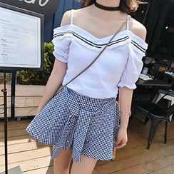 Champi - Set: Fringed Off Shoulder Short Sleeve Top + Gingham Skort