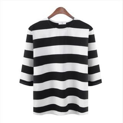 WIZIKOREA - 3/4-Sleeve Striped T-Shirt