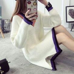 Qimi - Stripe Trim V-Neck Knit Dress