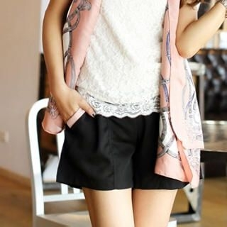 Tokyo Fashion - Contrast-Trim Pleated Shorts