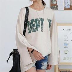 CHICFOX - Slit-Sleeve Lettering T-Shirt