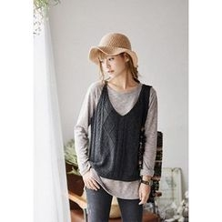 GOROKE - V-Neck Sleeveless Cable-Knit Top