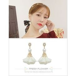 soo n soo - Faux-Pearl Flower Dangle Earrings