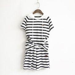 蘭芝 - 套裝: 條紋連帽短袖T恤 + 抽繩短褲