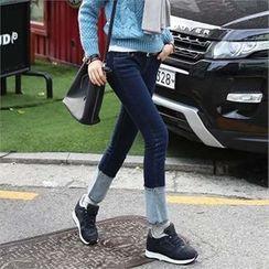 CHICFOX - Contrast-Hem Slim-Fit Jeans
