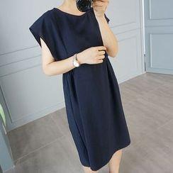 STYLEBYYAM - Round-Neck A-Line Dress