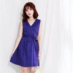 Tokyo Fashion - V-Neck Sleeveless Dress