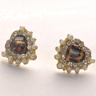 Fit-to-Kill - Heart Pearl Earrings - Gold