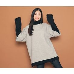 HOTPING - Inset Turtle-Neck Color-Block Top
