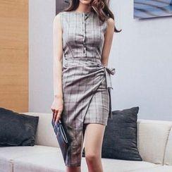 Aurora - Sleeveless Asymmetric-Hem Plaid Dress