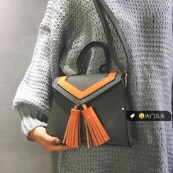 DAMENTO - Tasseled Shoulder Bag