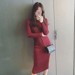 Sheeno - Long-Sleeve Sheath Knit Midi Dress