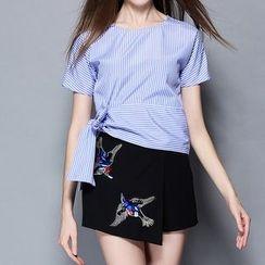 妮佳 - 套裝: 短袖條紋上衣 + 刺繡褲裙