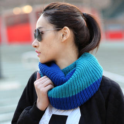 SO Central - Color-Block Knit Circle Scarf
